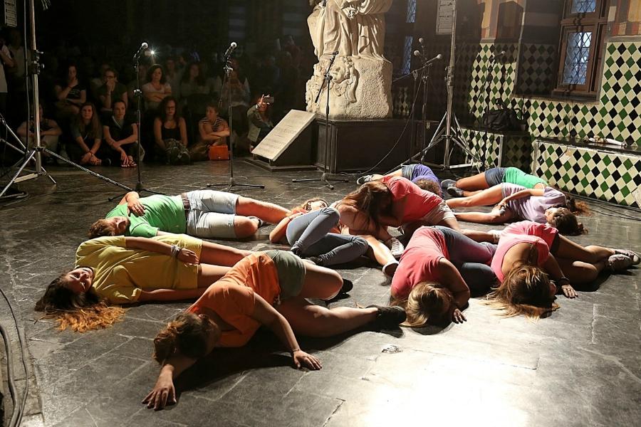 spettacolo-studenti-al-Suq-2014